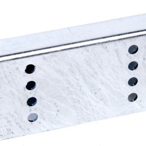 Forhøjningsbeslag til kølruller den 25cm lang, 12,5 cm høj og 5 cm bred. Der er 8 huller på hver side.